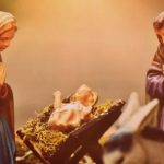 Ao colocar o Menino Jesus no presépio, reze em família
