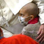 Papa no Twitter: como Jesus, cuidemos uns dos outros e dos doentes