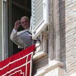 Papa no Regina Coeli: o egoísmo impede de nos amar como irmãos