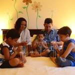 Famílias que oram unidas são mais felizes e vivem melhor, revelam estudos