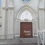 Basílica de Campinas é pichada com frase pró-aborto; fato já aconteceu em SP