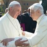 """Papa: Bento XVI, mestre da """"teologia de joelhos"""""""