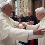 Papa: Bento XVI continua servindo a Igreja com vigor e sabedoria
