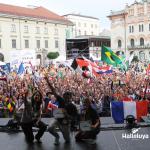 Evento brasileiro lota praça em Cracóvia durante a JMJ