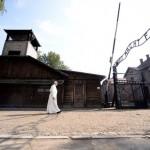 Silêncio e oração: Papa visita Auschwitz e Birkenau
