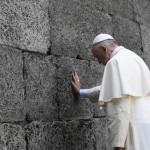 """Silêncio do Papa em Auschwitz """"constrói ponte sobre as misérias humanas"""""""