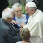 Papa fala de compaixão em encontro com peregrinos pobres